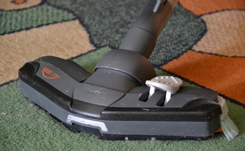 איך לנקות שטיח בבית