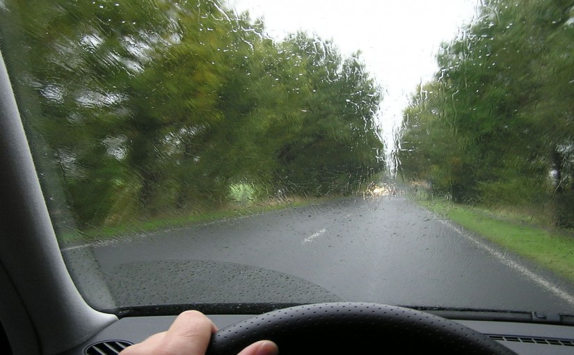 איך לנהוג בזהירות בגשם
