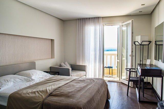 איך שירותי מלון דירות יכולים להועיל לעסק שלך